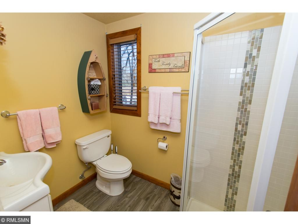 Main cabin bathroom.