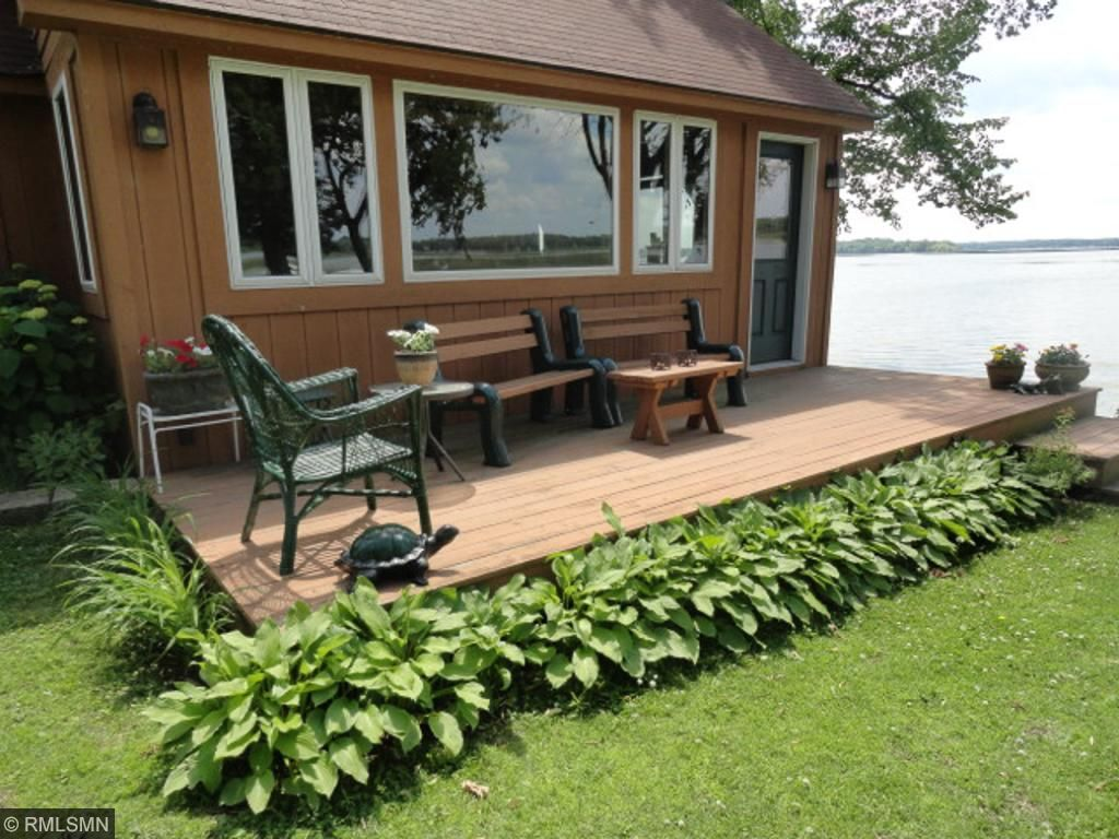 Nice landscaping around the lakeside bunkhouse deck.