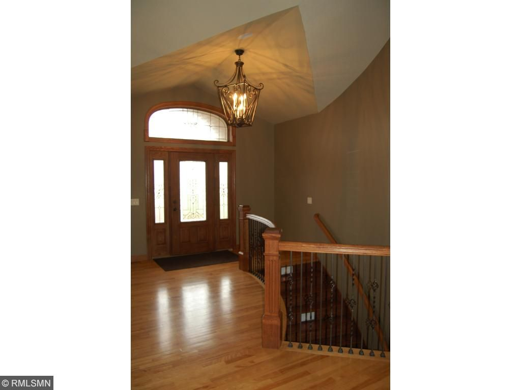 Foyer-Curved banister and stairway leading to the lower level