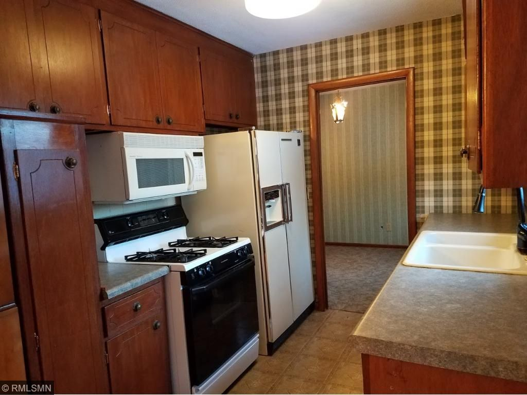 Gas stove, fridge with water/ice, microwave
