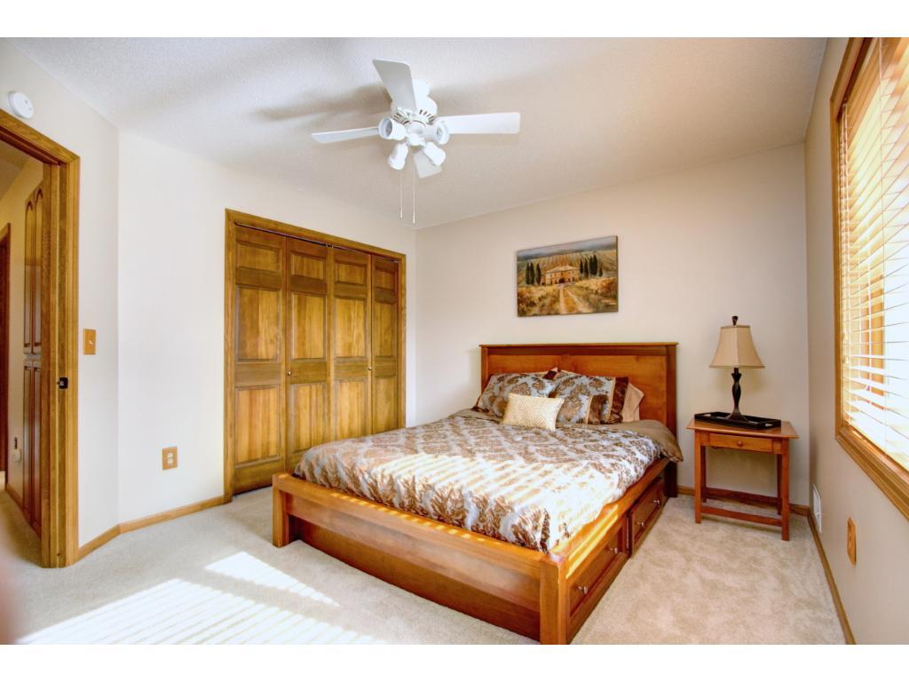 Raspberry Bedroom 11551 Raspberry Hill Road Eden Prairie Mn 55344 Mls 4797830