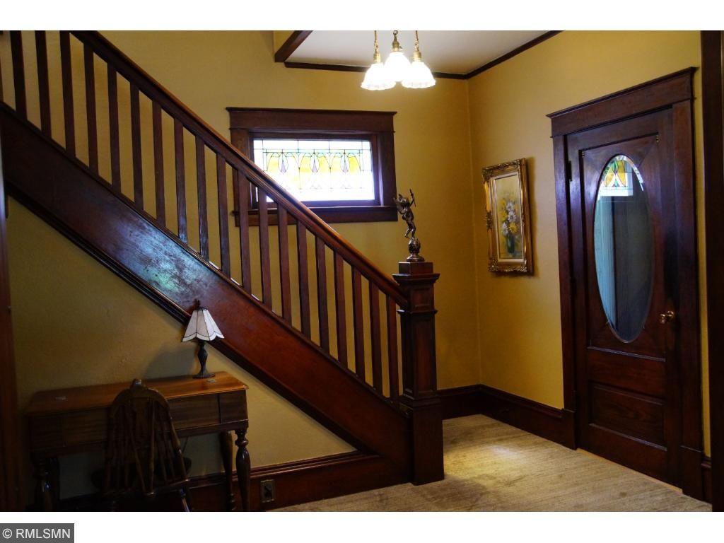 Charming & Spacious Main foyer entry
