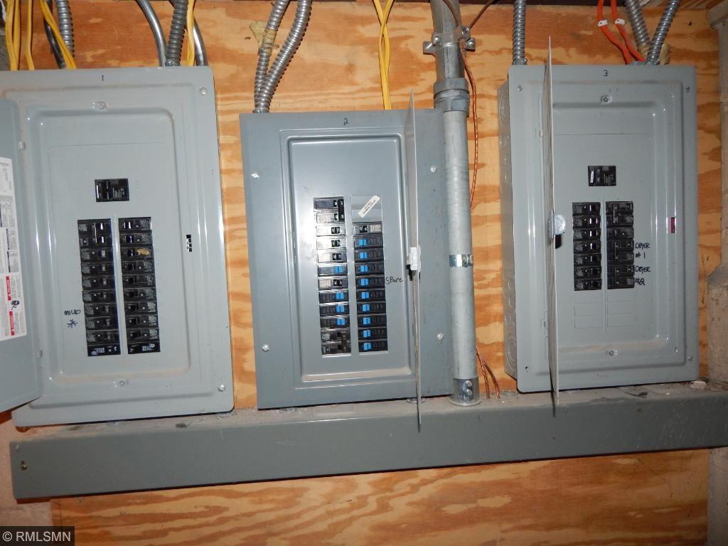 3 panels 200 amps