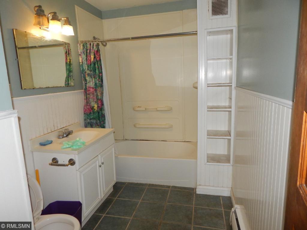 2nd level full bath