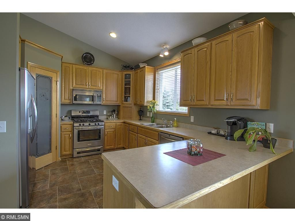 Gorgeous kitchen with stainless steel appliances!