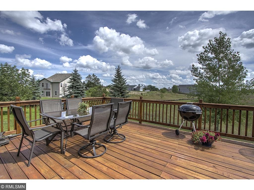 Nice deck with lots of room for entertaining