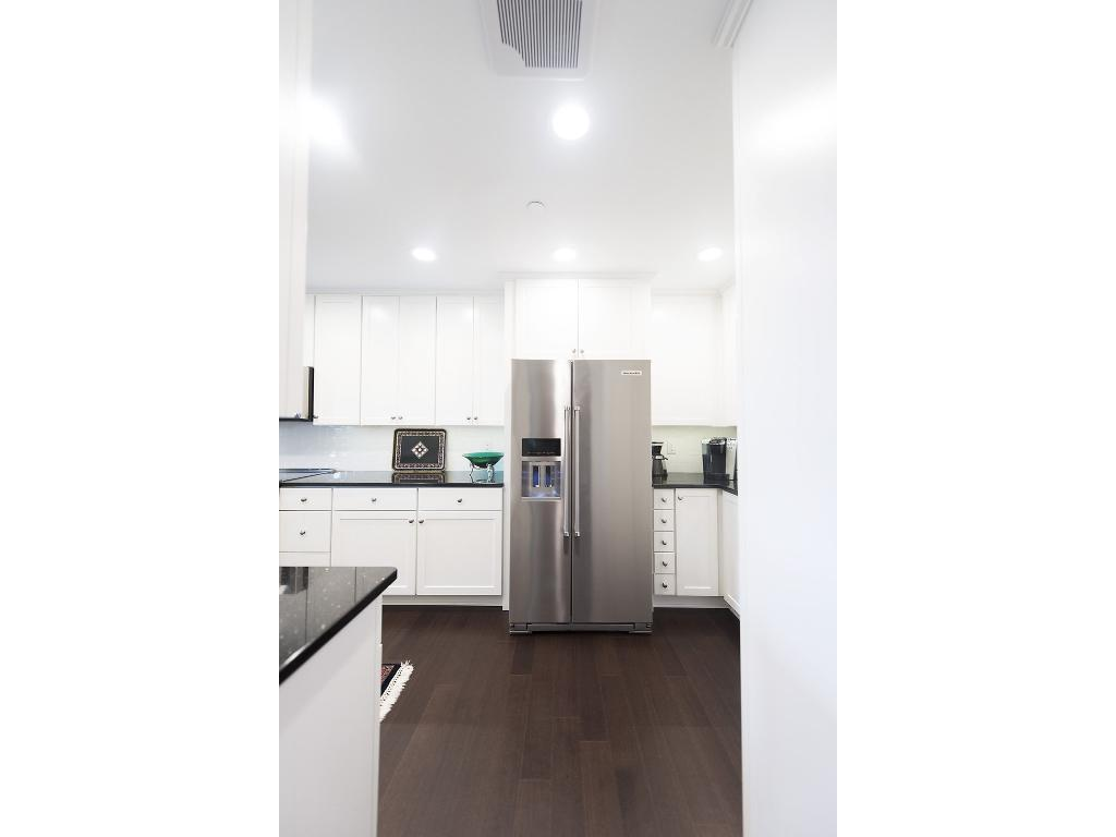 All appliances stay - practically new - wonderfully decorated kitchen - clean and sleek!