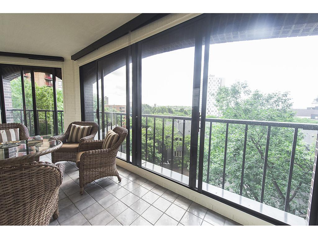 Tremendous 200+ square foot screened in porch!