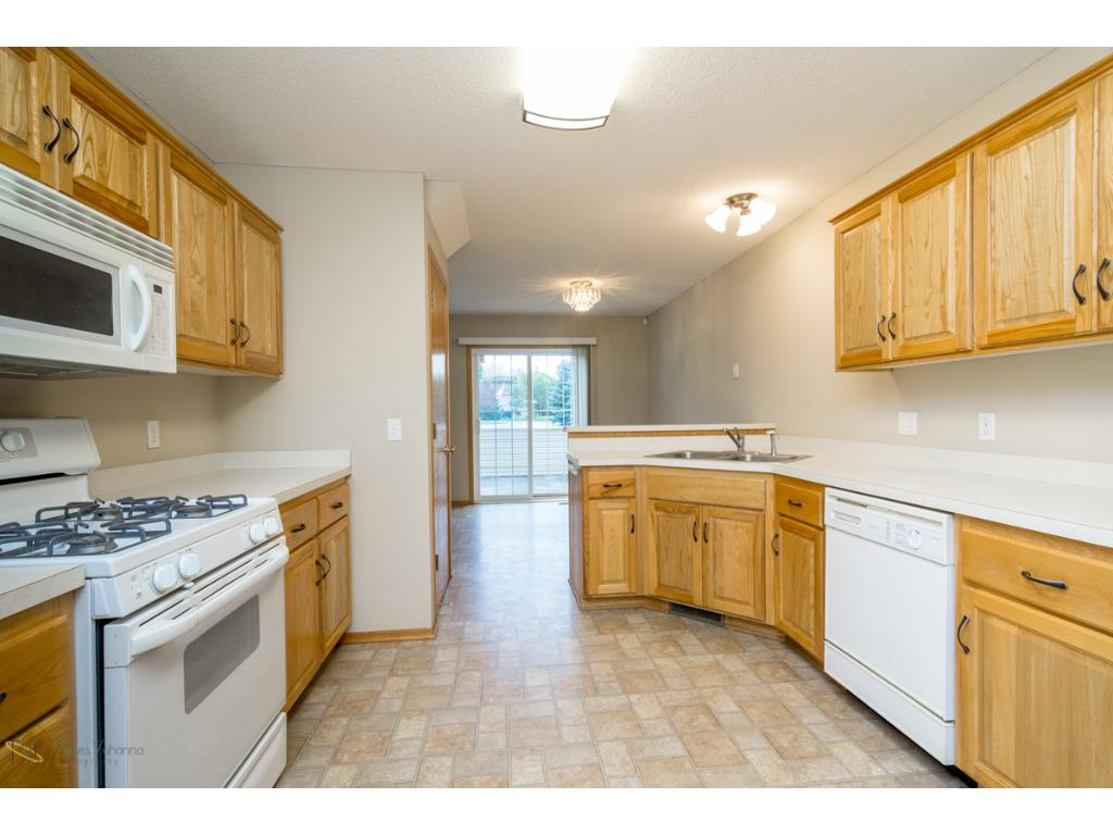 Appealing Oak cabinetry with plenty of storage space and a walk in Pantry as well!