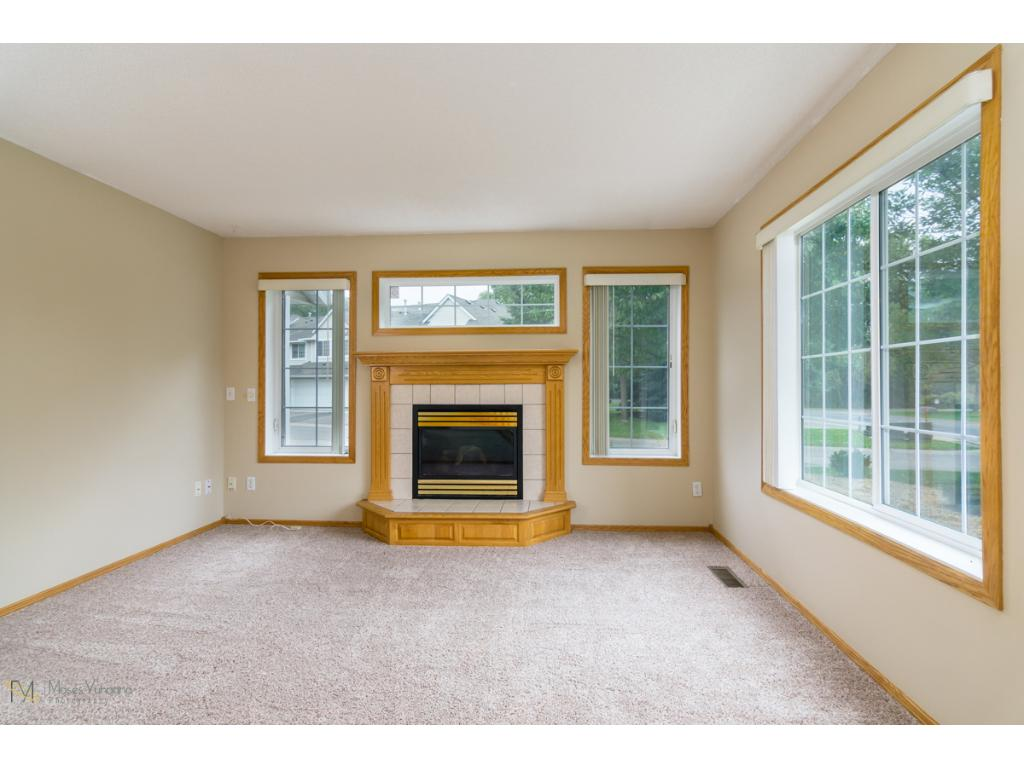 Nice open layout with neural decor. New Carpet and freshly painted top to bottom!