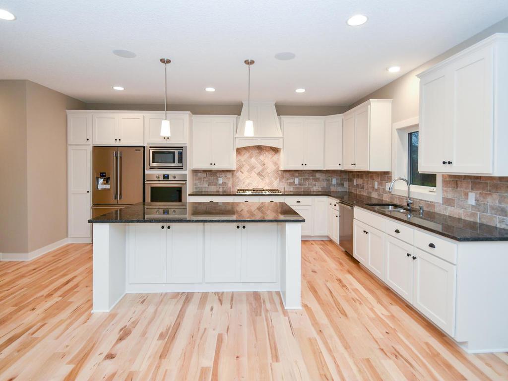 Kitchen w/ oversized center island