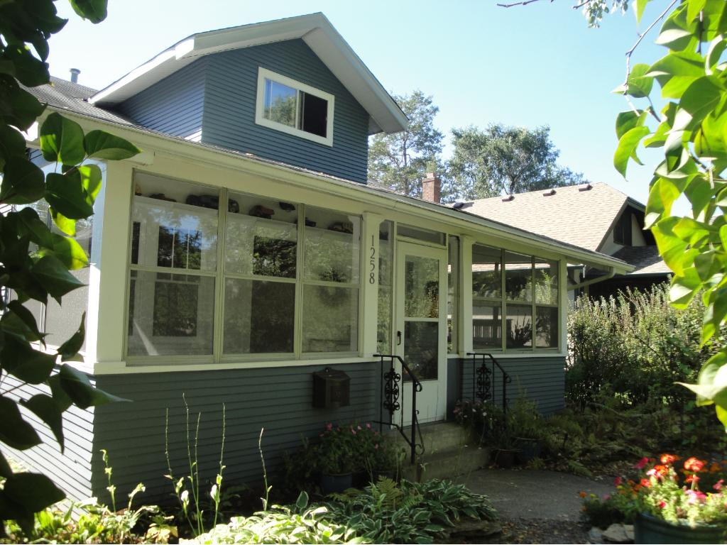 Classic Mac/Groveland bungalow with great curb appeal.