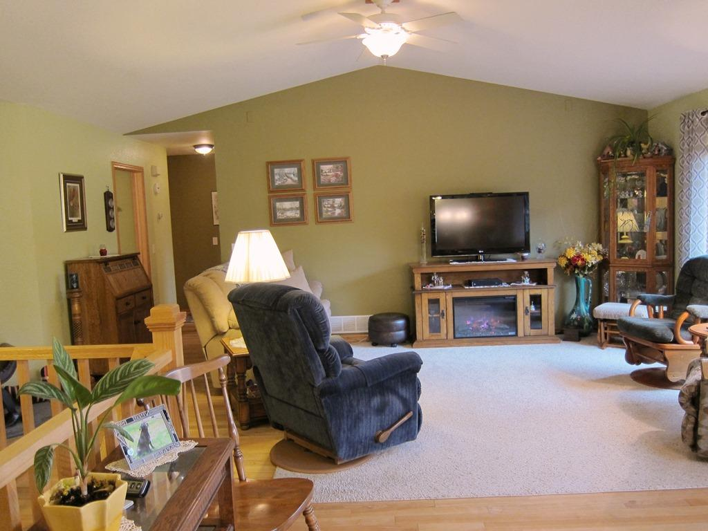 Large living room perfect for Holiday gatherings!