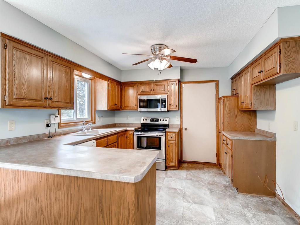 Apple Valley Kitchen Cabinets 12754 Durham Way Apple Valley Mn 55124 Mls 4774146 Edina Realty