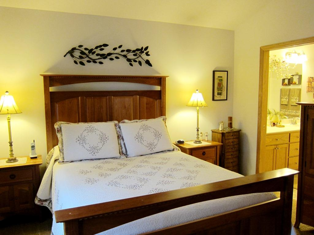 Large Master Suite with Whirlpool Tub, Free Standing Shower & Double Sinks