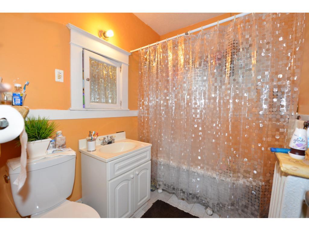 Updated 2nd floor full bath.