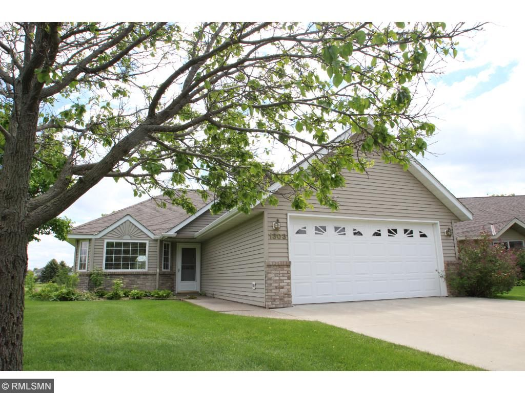 Wonderful patio home set on the 8th green of Southbrook Golf Course. This home has been nicely updated and Is ready to move in! Nice a quiet neighborhood.