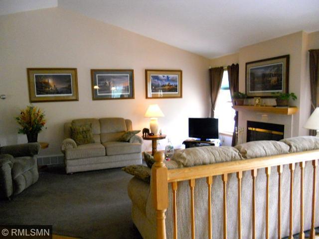 Livingroom w/gas FP