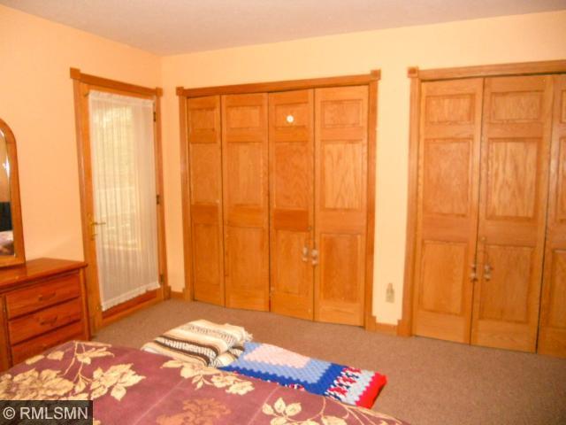 2 lg closets in Master