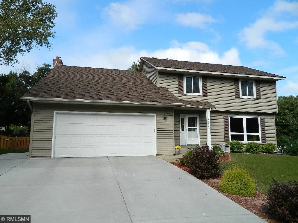 Palomino Woods 2 Story. Many updates, 4 lg bedrooms up, 3 baths and great fenced play yard.