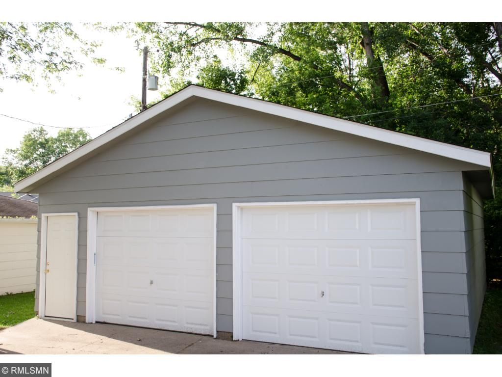 Garage with new roof - Detached
