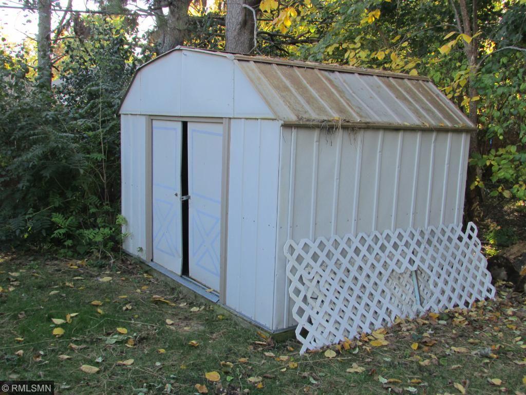 Great Backyard w/ Garden & Shed!