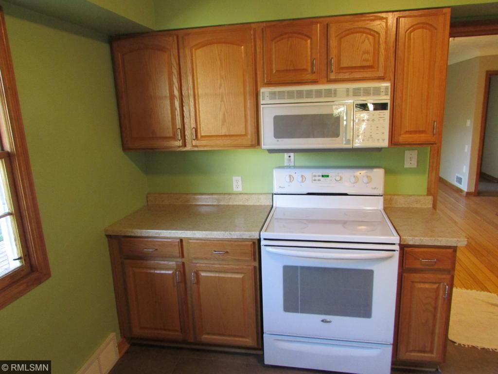Large Updated Kitchen!!