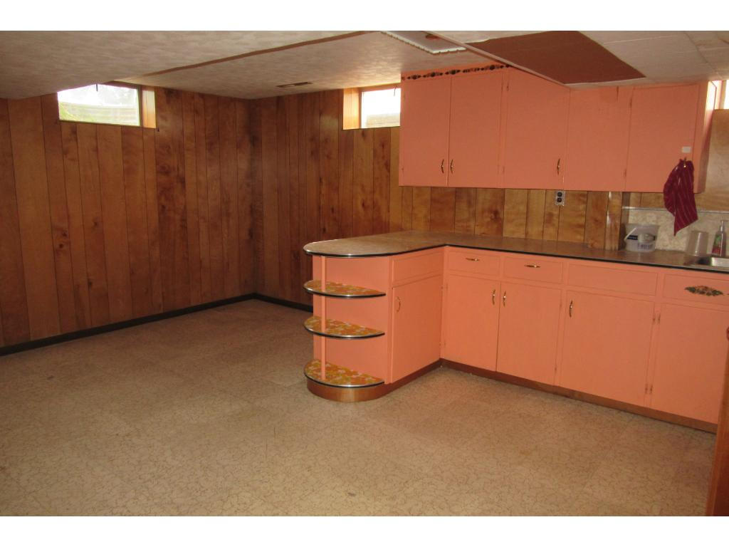 Big mother-in-law kitchen/ rent for extra income.