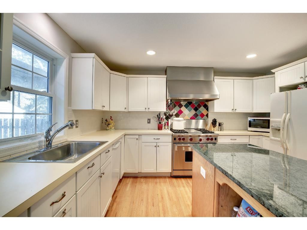 This kitchen is the perfect place for the family chef.