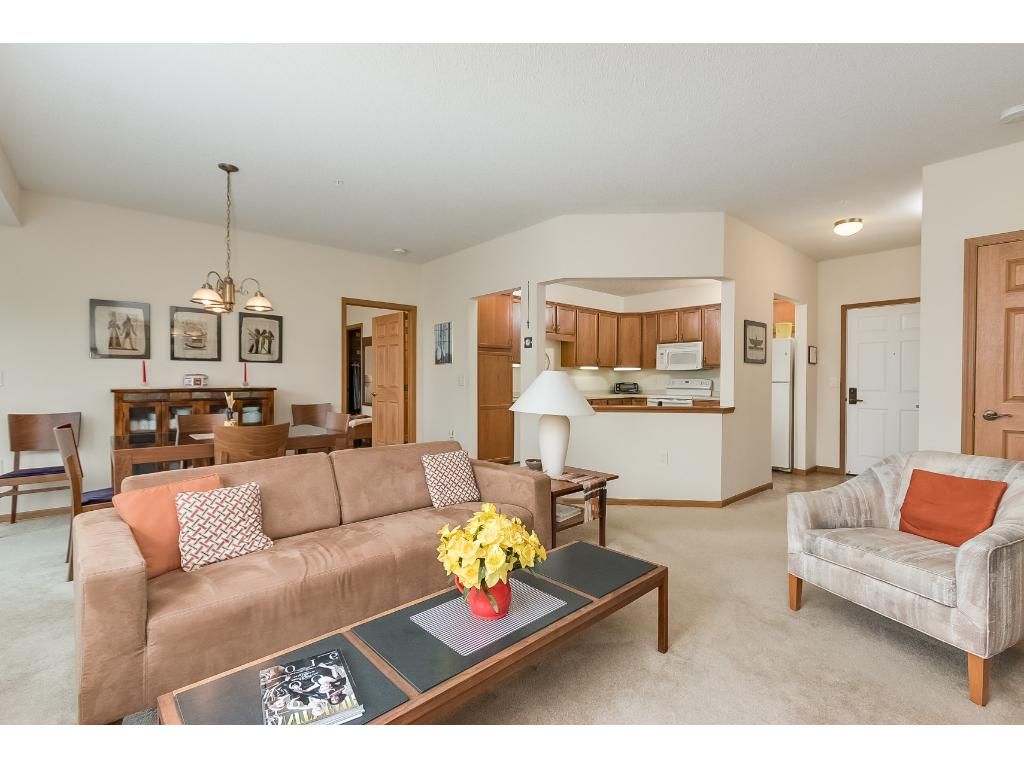 Welcome To Unit 101   A 2BR/2BA Braeburn Model With 1,255 Square Feet.
