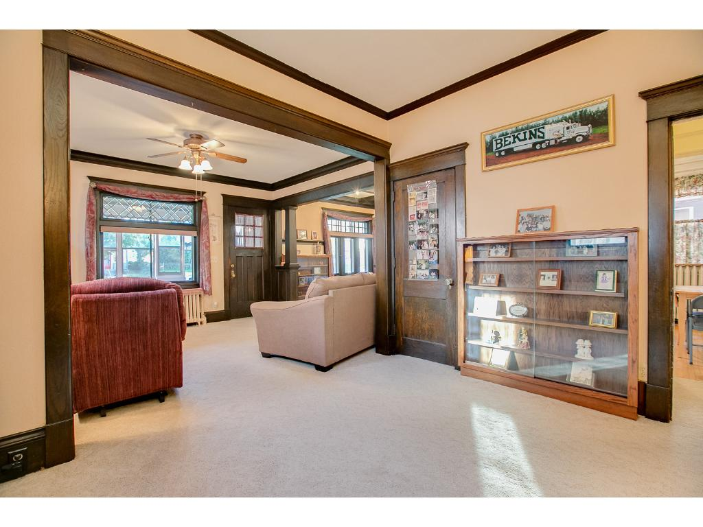 Large main floor den/office with beautiful crown molding!