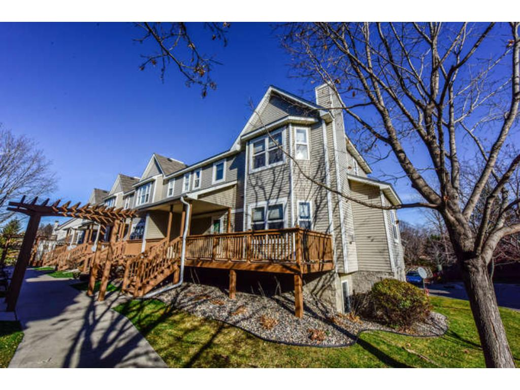 Rare find end unit in a small quiet townhouse community next to the Minnesota River.