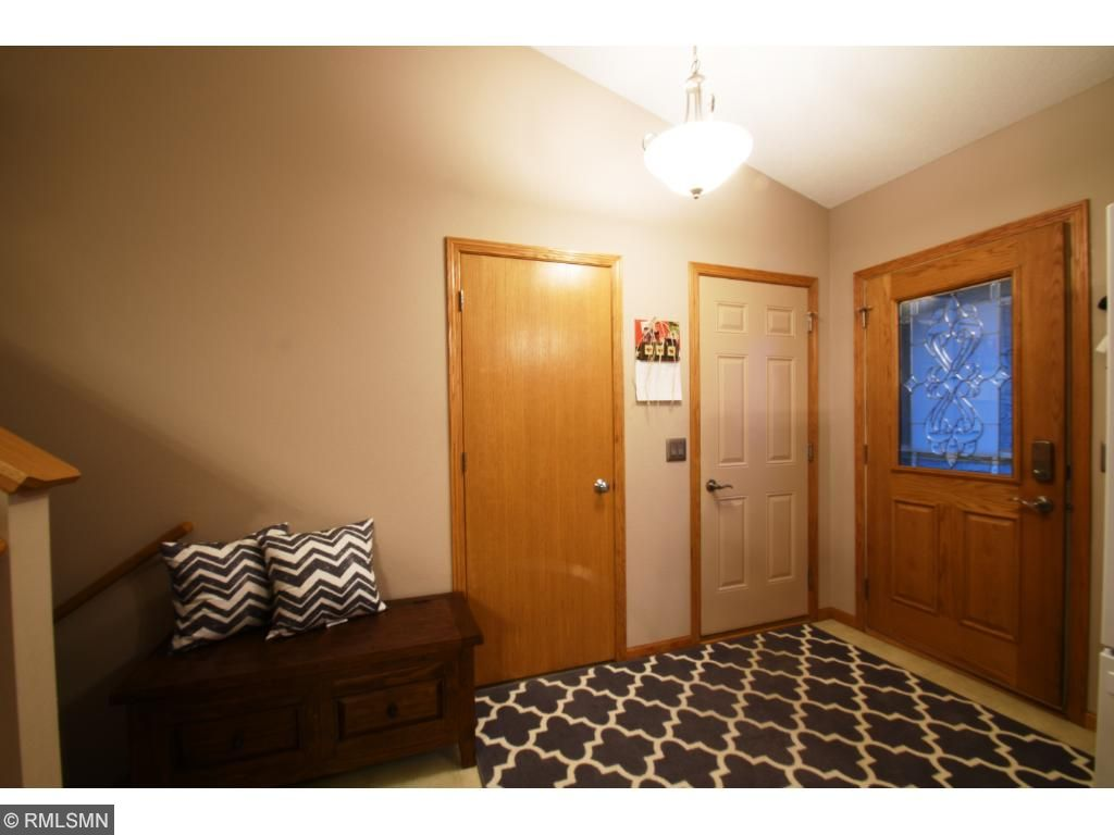 Spacious and Organized Entry Way!