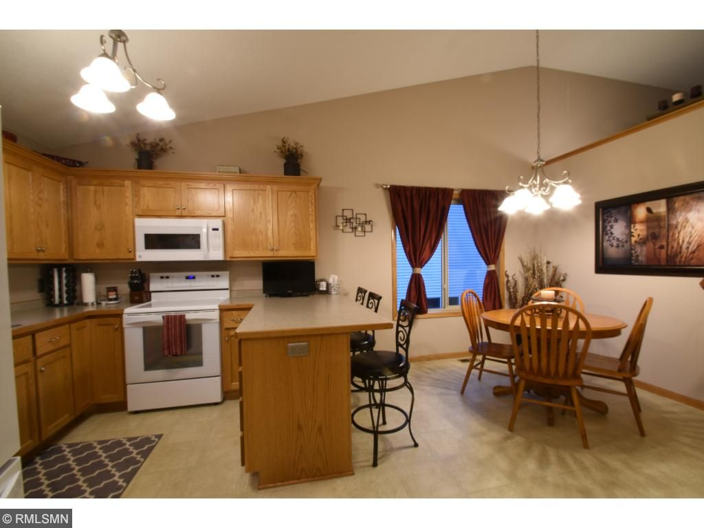 Kitchen with Peninsula and stools for a quick meal or get together at the dining room table!