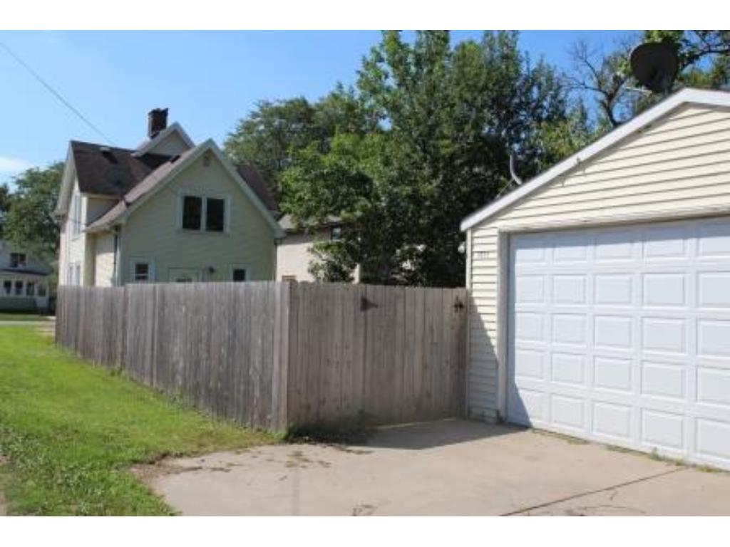 There is a great place to hang your heart and call it home!  It's right here at 1511 Blair Ave in St. Paul.  Call to see it today.