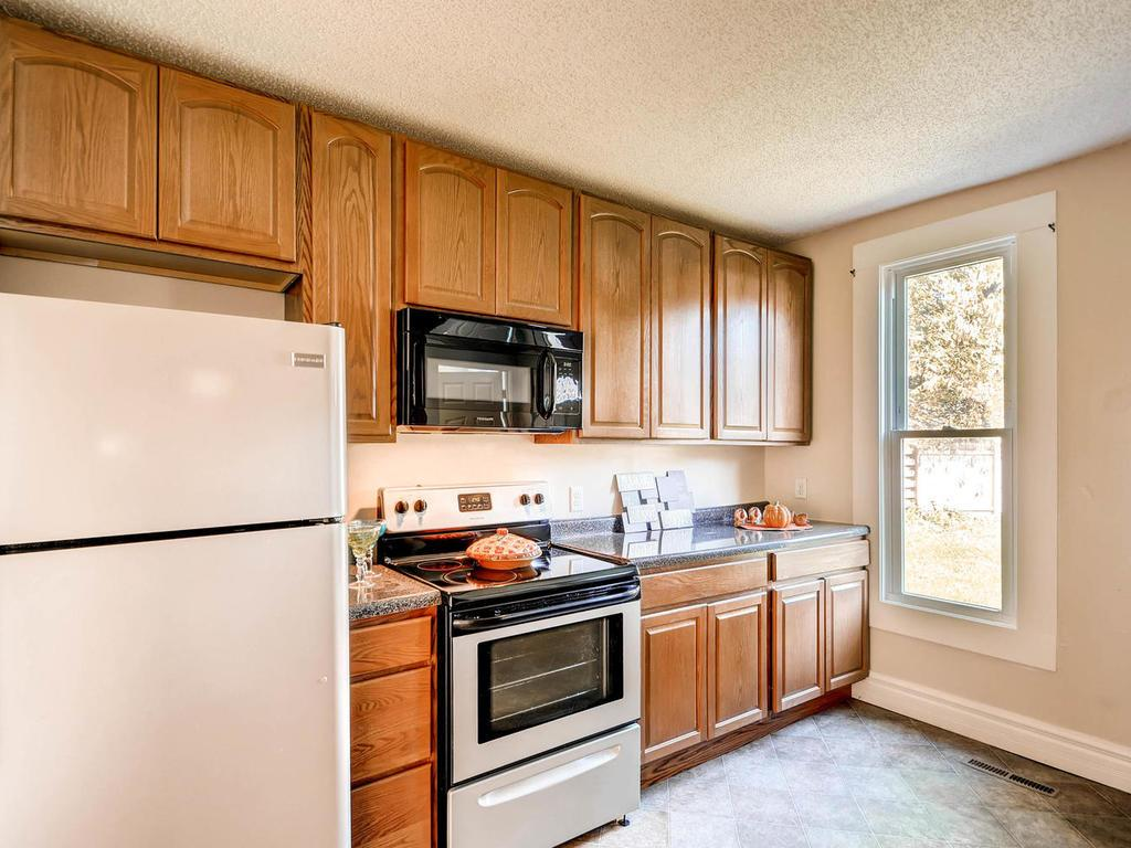 Who wouldn't love this lovely kitchen!
