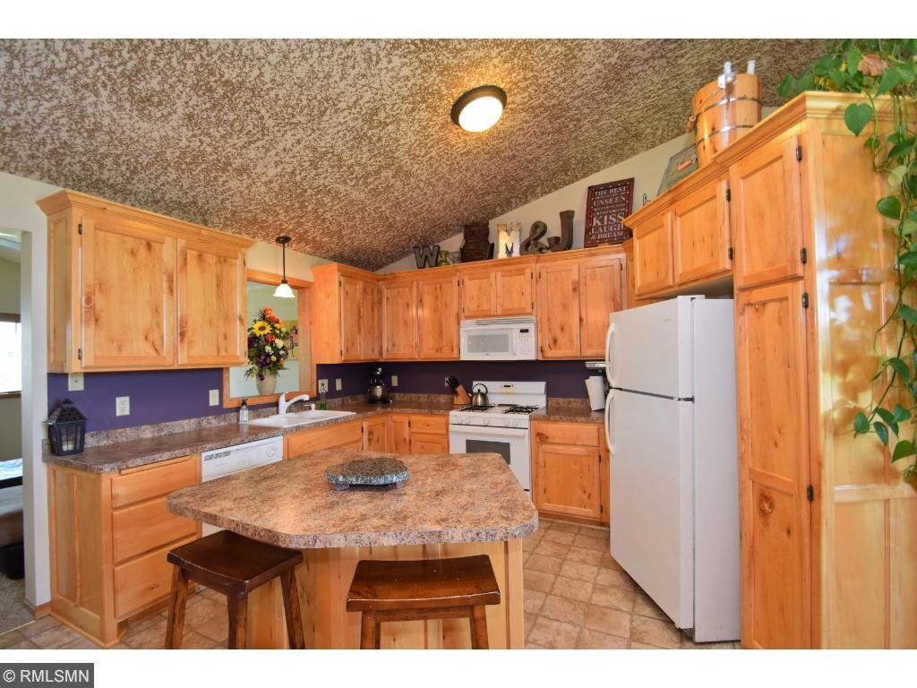 Beautiful kitchen with custom cabinets!