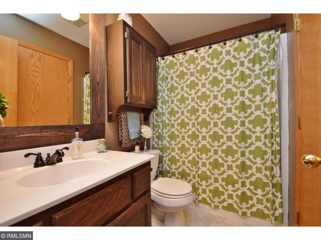 Upper level full bathroom!