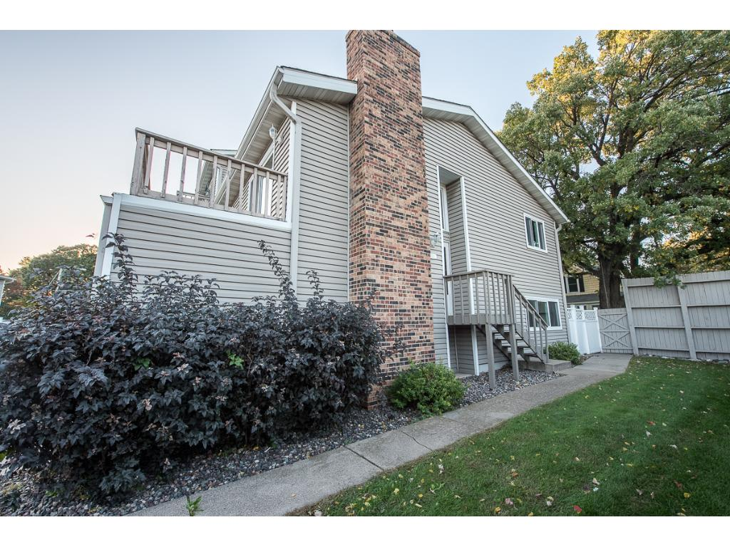 End unit townhome close to downtown Anoka with access to the Mississippi River