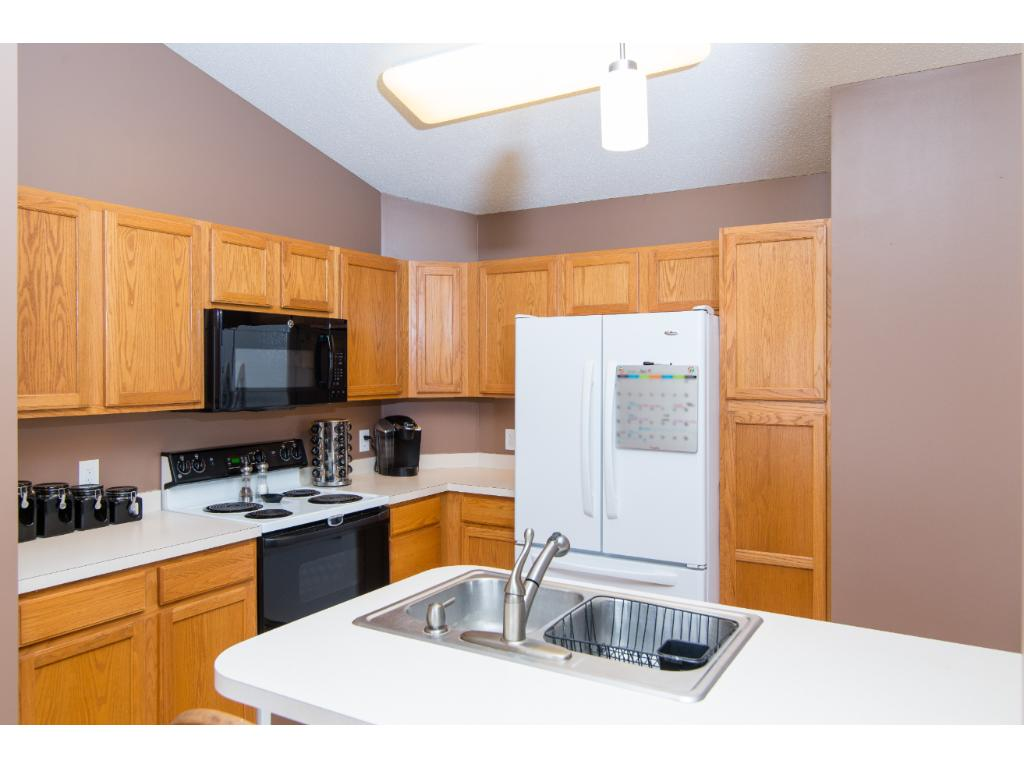 Apple Valley Kitchen Cabinets 15635 Finch Avenue Apple Valley Mn 55124 Mls 4814594 Edina