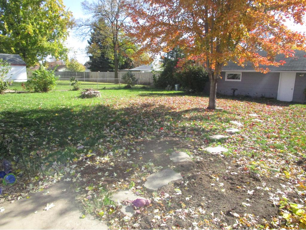 Enjoy this large back yard - a great find in this community!