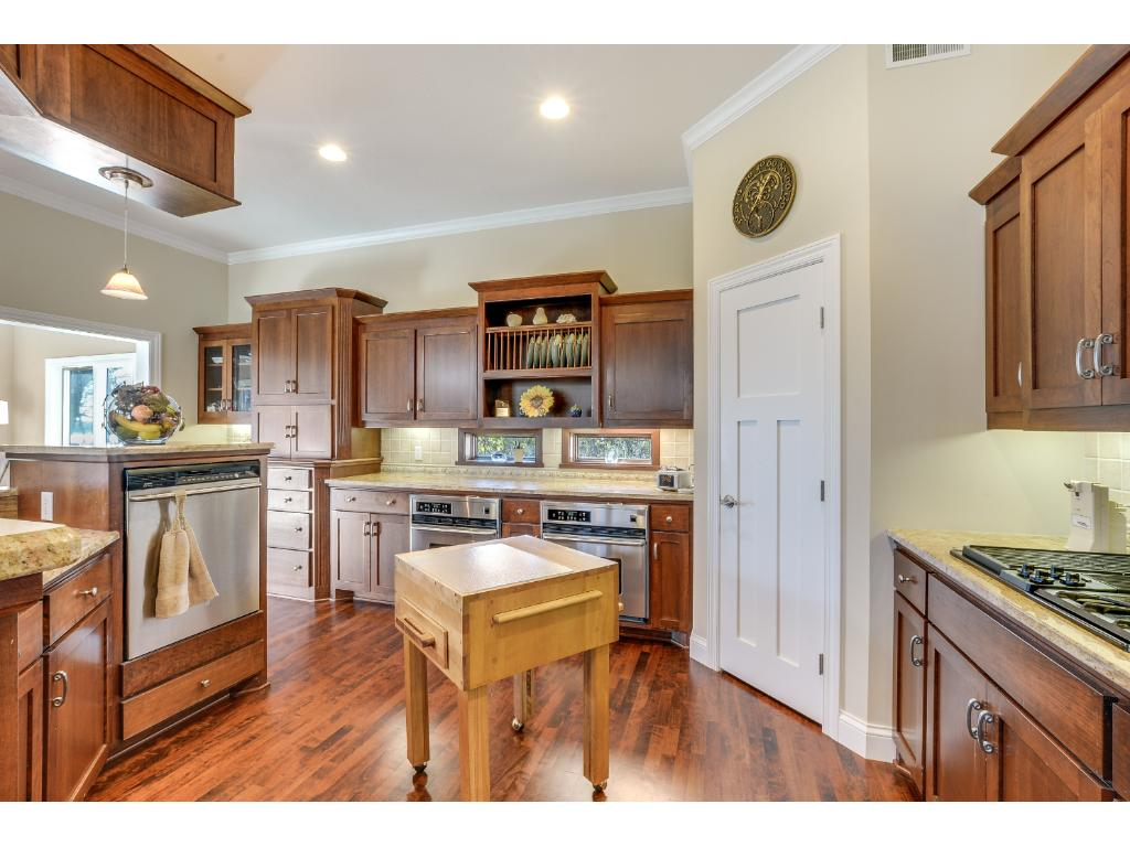 Stainless steel appliances, ample storage & counter space, recessed lighting & more! Imagine cooking your favorite holiday meals in your new kitchen!