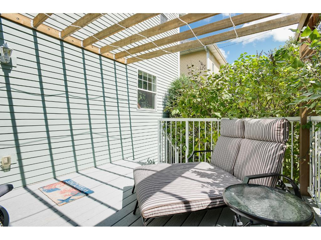 Another view of the great back deck!