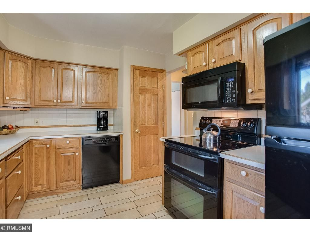 Kitchen features large pantry, madoern tile flooring, double oven range