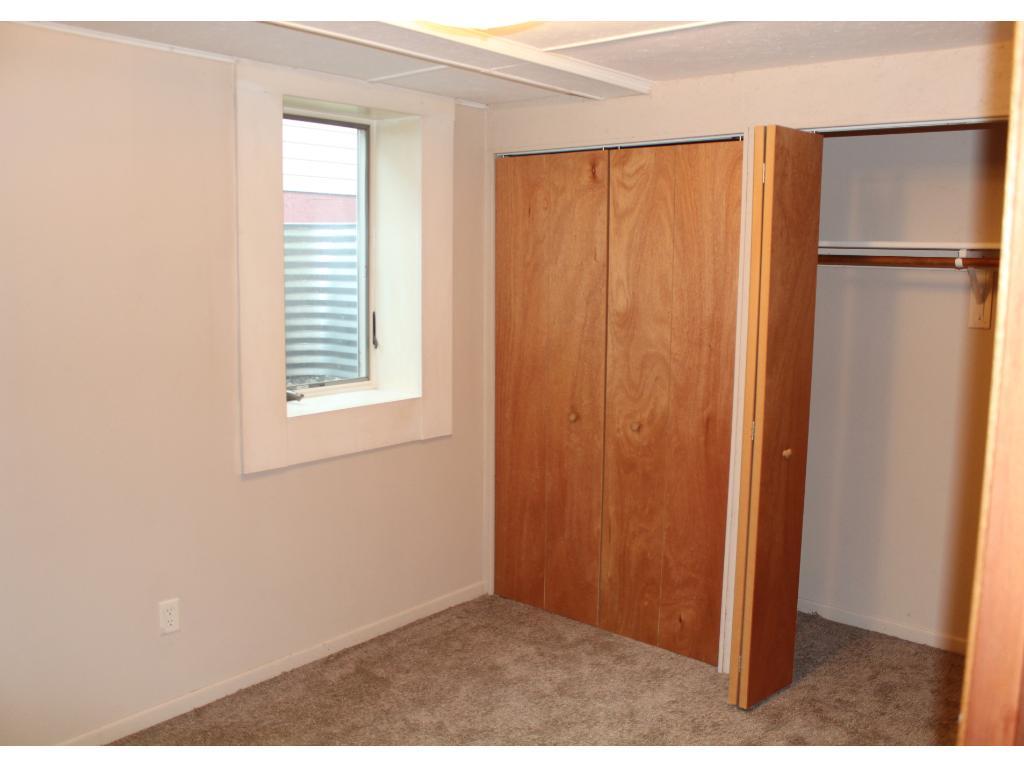 LL bedroom w/egress window