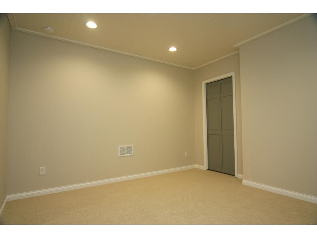 Fantastic Cape Cod bead board ceilings with recessed lighting! Great room for bedroom, office, play, or crafting!!