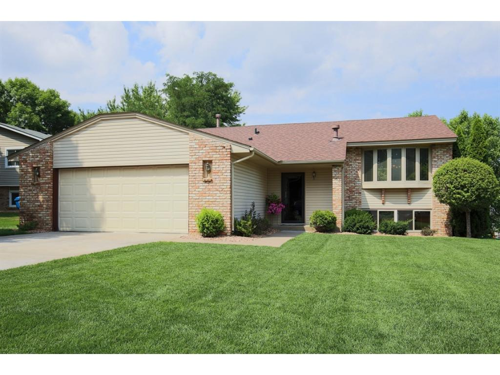 165 wendy court shoreview mn 55126 mls 4748034 edina realty