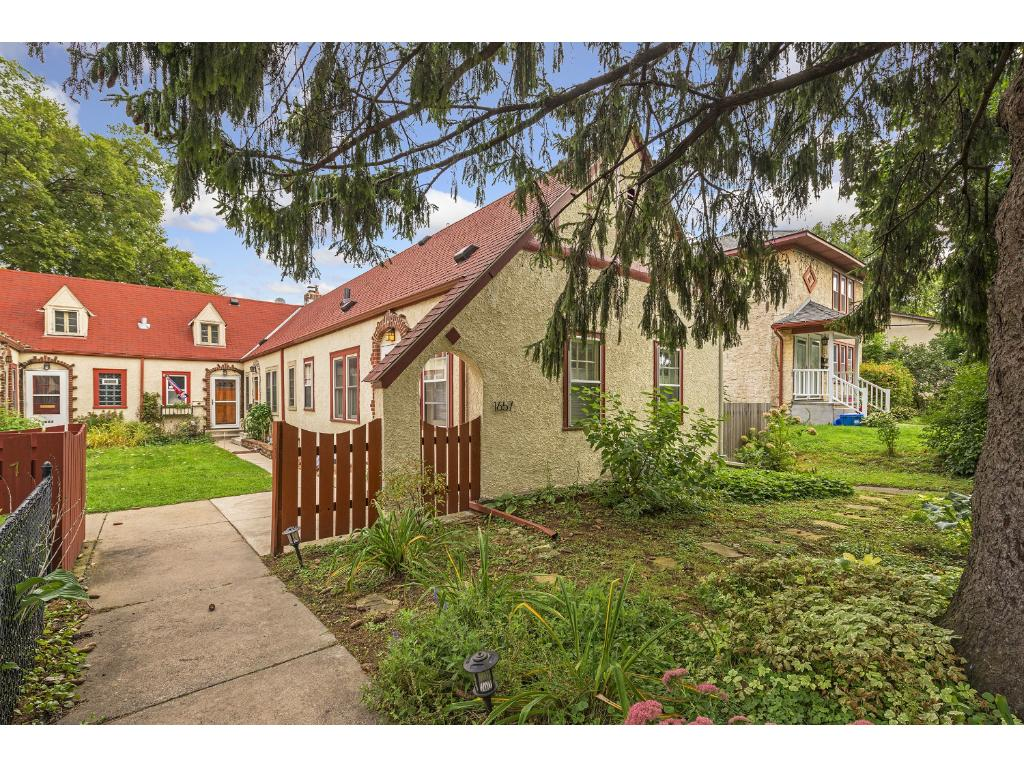 Welcome home to this wonderful end unit in the heart of historic Mac Grove.  Walk to everything!  New roof with transferable warranty to the new owner!  Garden in your front yard!  No association so no dues!