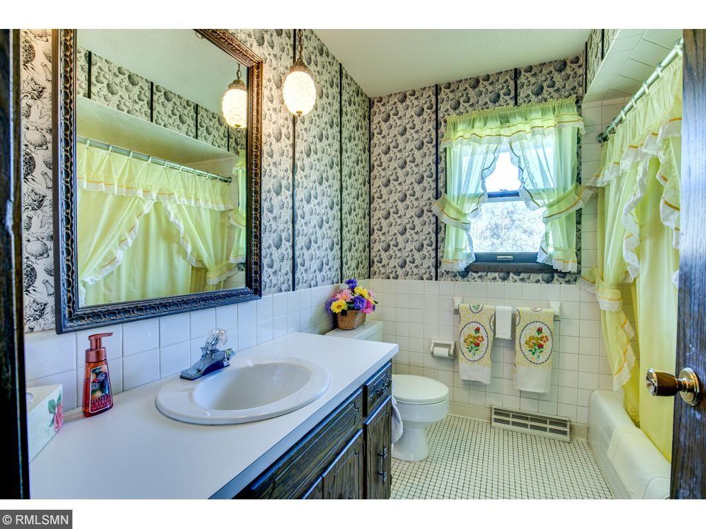 The main level full bathroom.