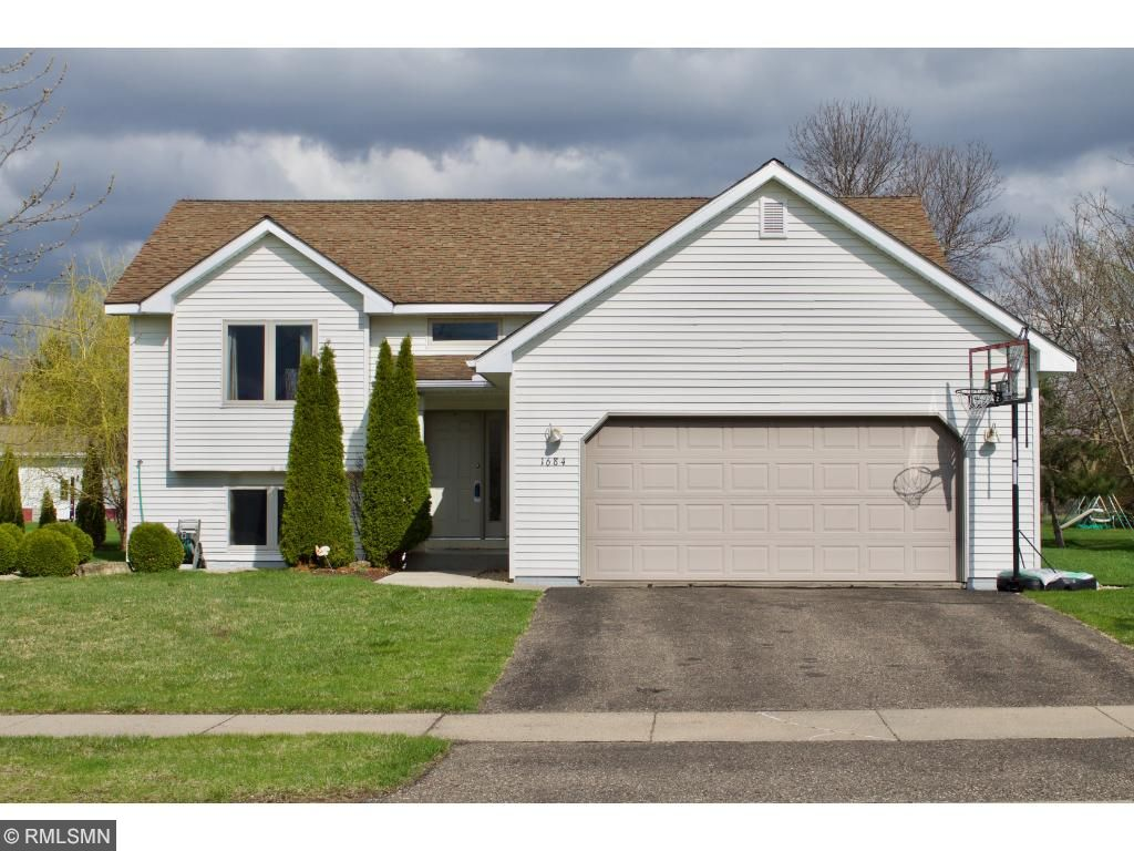 1684 rodao drive river falls wi 54022 mls 4789349 edina realty welcome home this well maintained is move in ready come see for yourself solutioingenieria Image collections